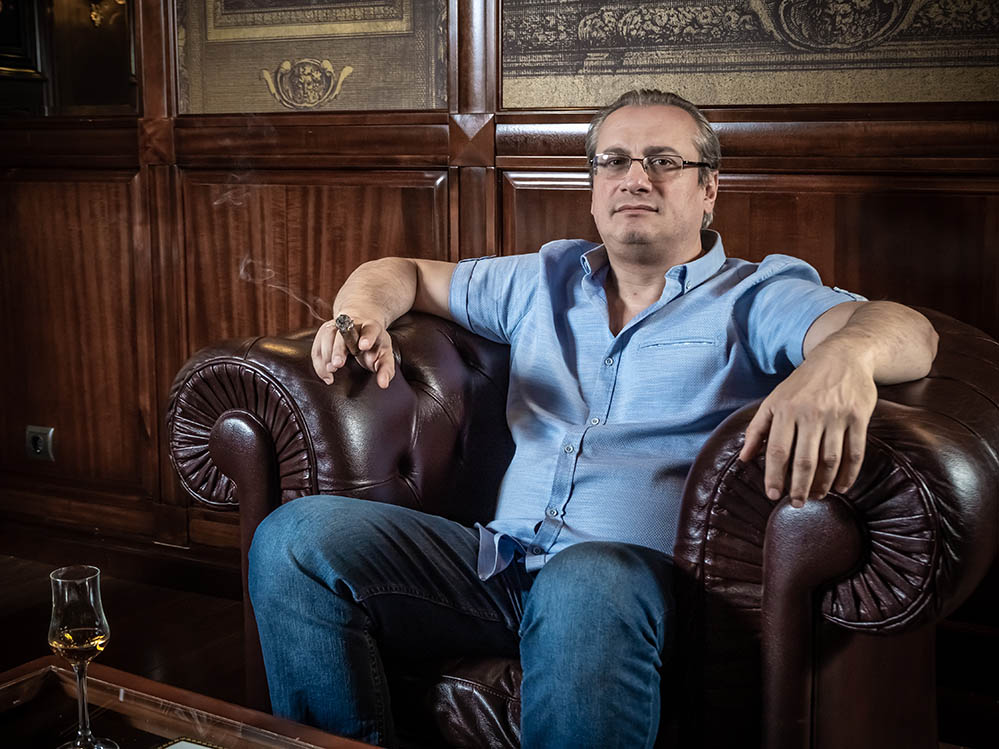 Интервью! Заза Непаридзе: Сигарный лаунж «Тифлисский дворик» переходит на новый уровень