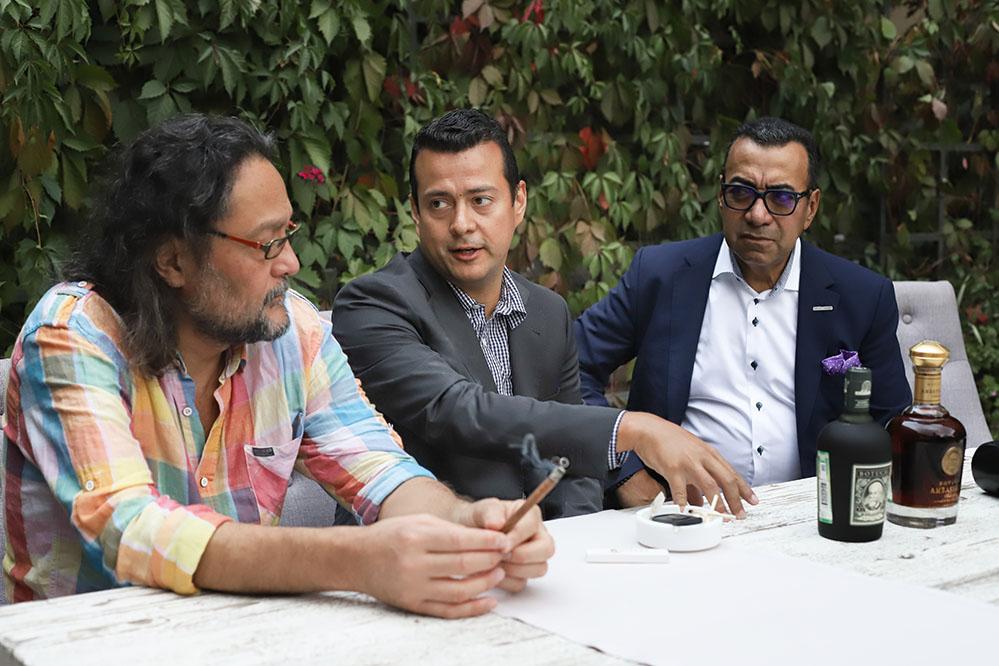 К нам приезжал владелец дистиллерии DUSA и самого бренда Jose Rafael Ballesteros Melendez и его сын Jose Rafael.