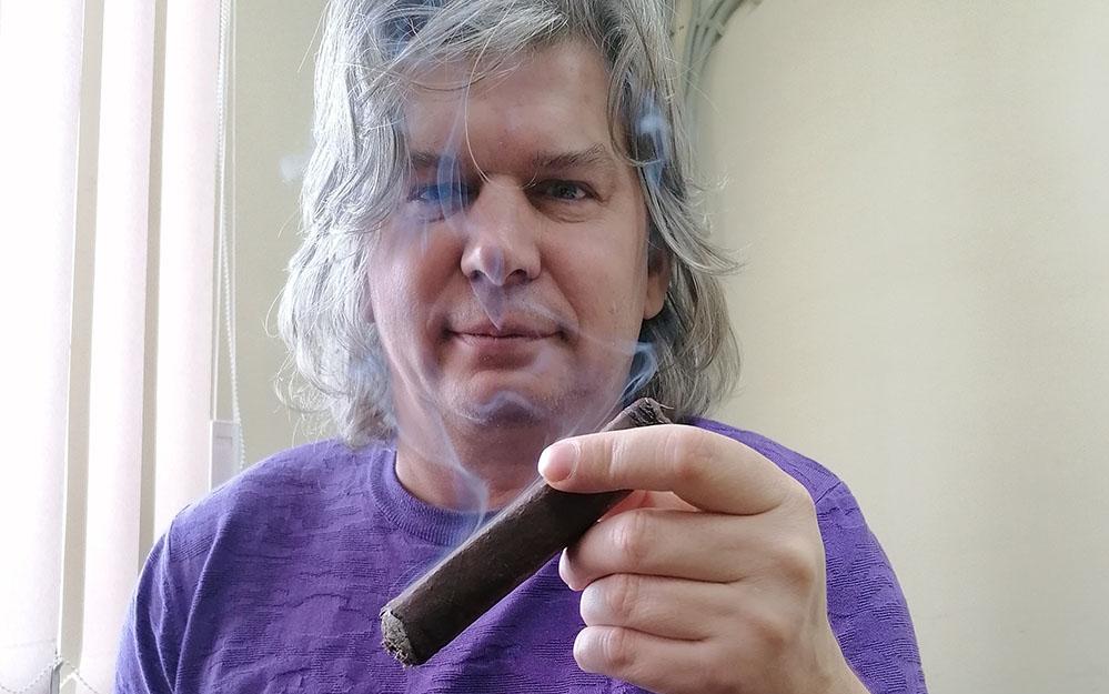 Повезло Артуру Шиляеву — он может бесплатно курить собственные сигары…