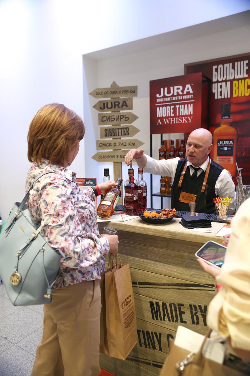 На выставке Крепкий мир был представлен бренд шотландского односололового виски Jura
