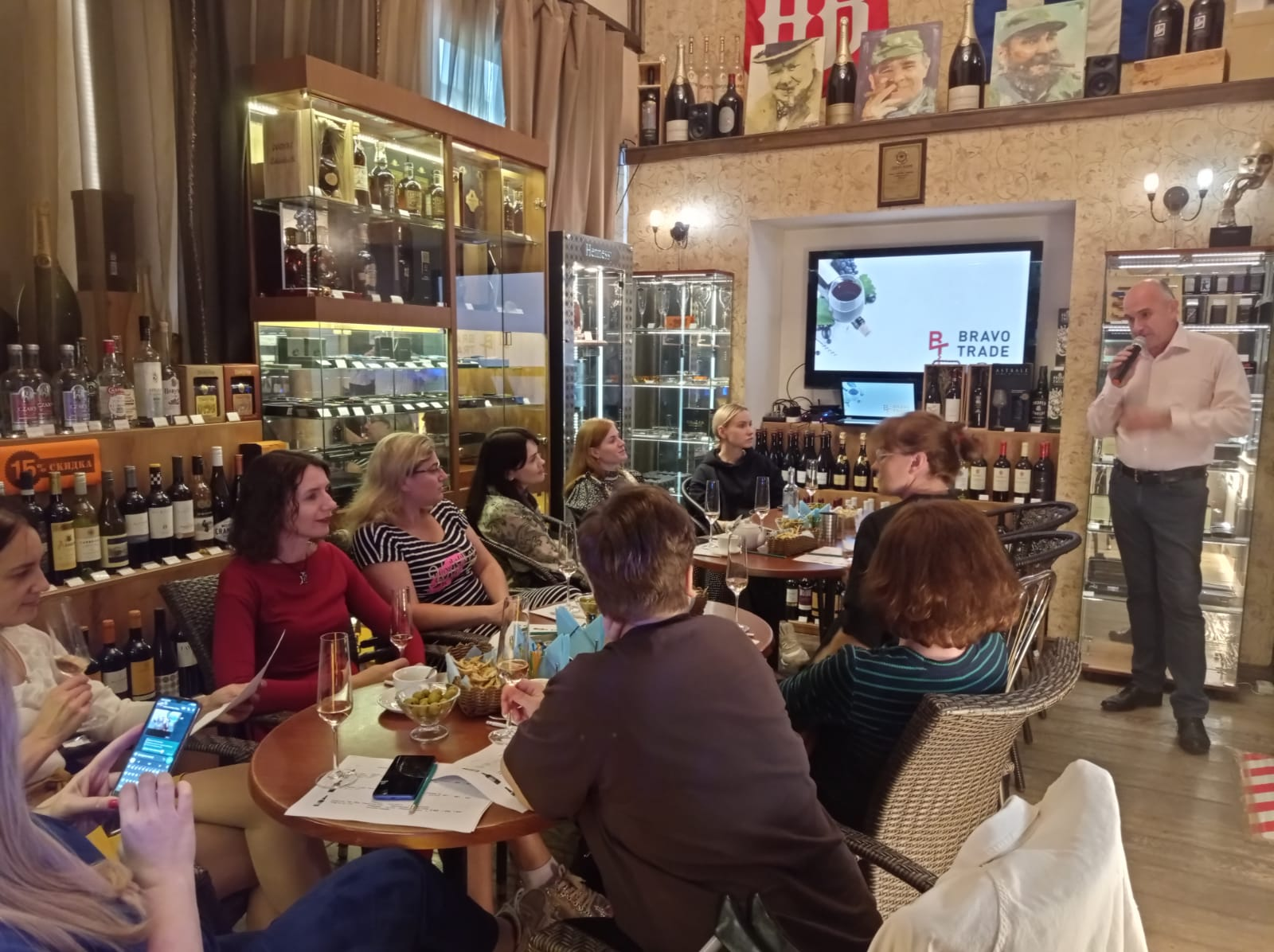 ФОТООТЧЁТ — «Сигары и Виски» на Маяковской: Пино Нуар!!! Дегустация вин из Франции, Италии, США, Македонии и Новой Зеландии от BRAVO TRADE